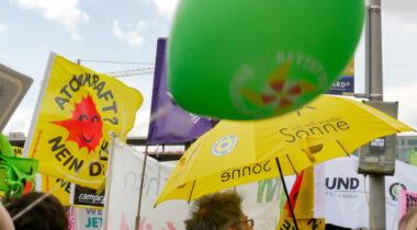 Countdown bis zum Atomausstieg: Anti-Atom-Fahne