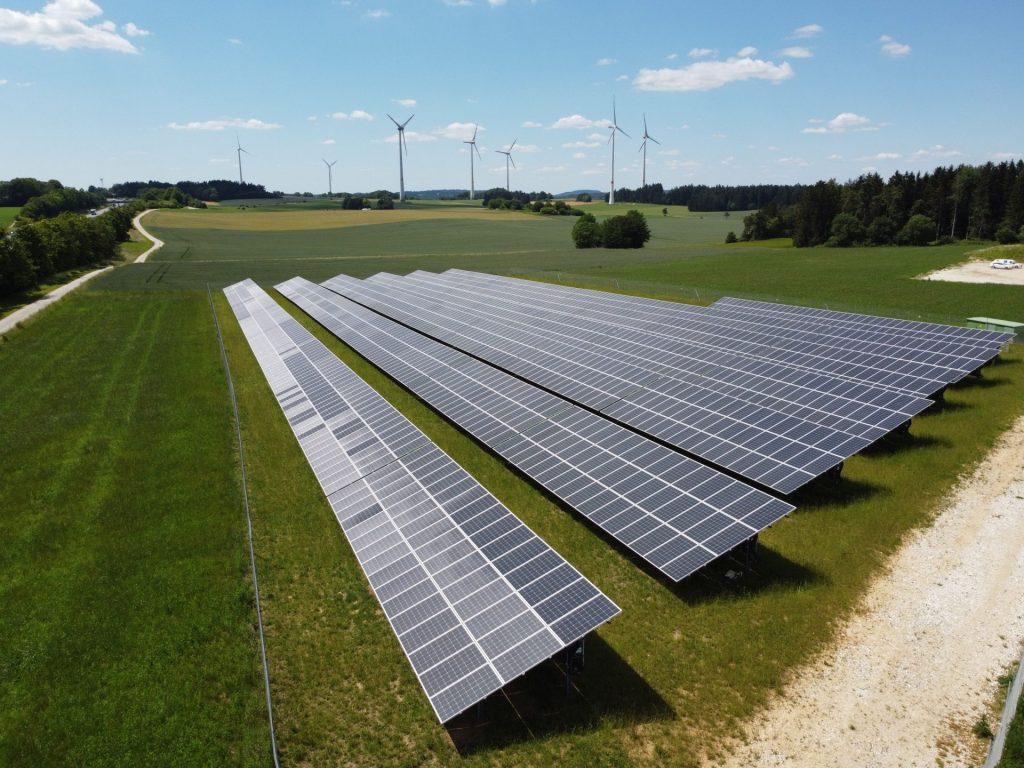 Energiepark Lauterhofen mit Wind und Solar.